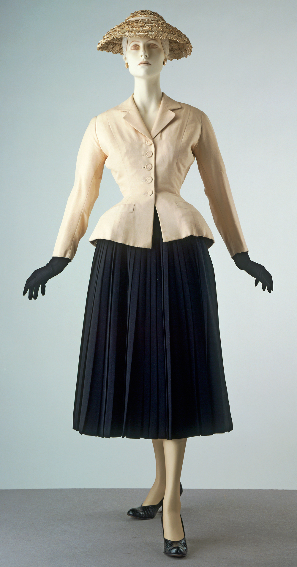 Bar Suit & Hat by Christian Dior, Spring/Summer 1947. Housed at the V&A Museum